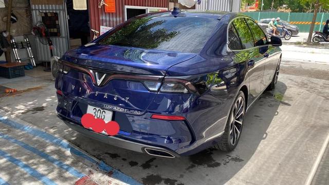 VinFast Lux A2.0 bán lại giá hơn 1 tỷ đồng sau 5.000km, chủ nhân là đại gia thay xe như thay áo - Ảnh 2.