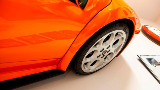 Cách chơi của người có tiền: Treo hẳn siêu xe Lamborghini lên tường để trang trí - Ảnh 3.