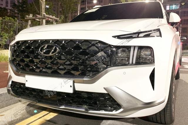Hyundai Santa Fe 2021 lộ diện ngoài đời thực: Thiết kế mới đẹp xuất sắc, chỉ chờ ngày về Việt Nam