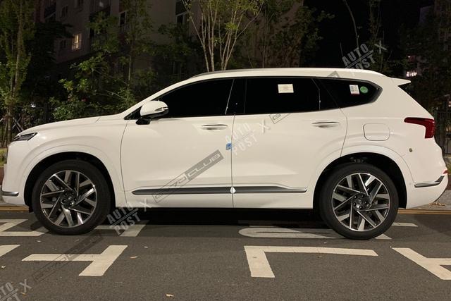 Hyundai Santa Fe 2021 lộ diện ngoài đời thực: Thiết kế mới đẹp xuất sắc, chỉ chờ ngày về Việt Nam - Ảnh 3.