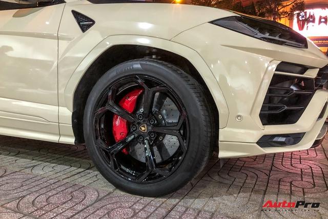 Đại gia Bạc Liêu tậu Lamborghini Urus cũ Minh nhựa, độ thêm một chi tiết đắt giá trước khi nhận xe - Ảnh 4.