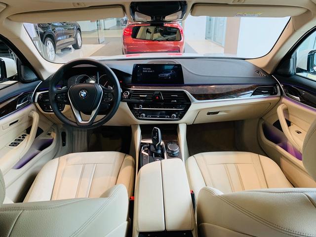BMW 5-Series giảm giá sốc gần 400 triệu đồng, lần đầu dưới 2 tỷ, rẻ hơn E-Class, giẫm chân đàn em 3-Series - Ảnh 2.
