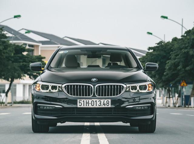 BMW 5-Series giảm giá sốc gần 400 triệu đồng, lần đầu dưới 2 tỷ, rẻ hơn E-Class, giẫm chân đàn em 3-Series - Ảnh 1.