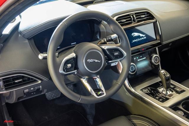 Ra mắt Jaguar XE 2020 giá từ hơn 2,6 tỷ đồng: Đối trọng Mercedes-Benz C-Class giá ngang ngửa E-Class - Ảnh 3.