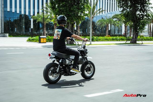 Rong chơi tháng ngày trên Honda Monkey như những chú khỉ lêu nghêu trên đường phố Việt - Ảnh 2.