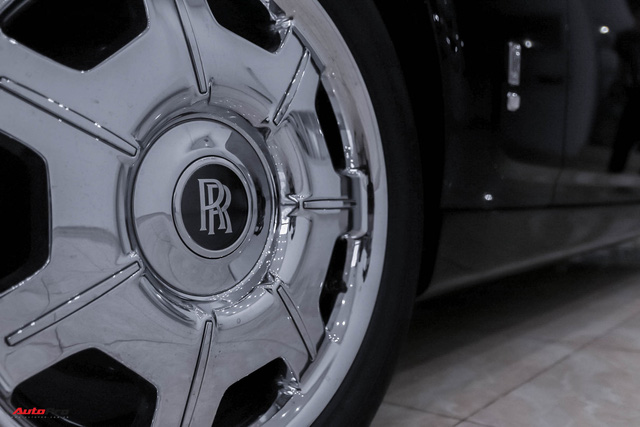 Xe siêu sang Rolls-Royce Phantom EWB đời 2008 còn lại gì sau 12 năm sử dụng? - Ảnh 5.