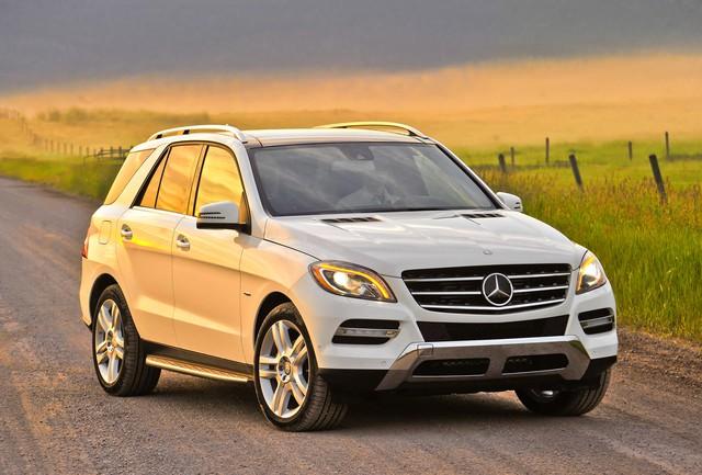 Chủ xe tức tối kiện Mercedes-Benz vì cửa sổ trời phát nổ - Ảnh 1.