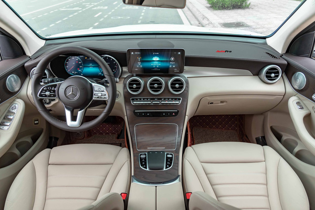 Áp lực từ phí trước bạ mới, Mercedes-Benz GLC 200 4MATIC chạy lướt giảm ngay 50 triệu đồng tại đại lý tư nhân - Ảnh 4.