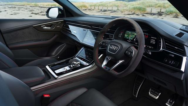 Mê SUV hiệu suất cao, chọn Porsche Cayenne Turbo hay Audi RS Q8? - Ảnh 5.