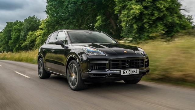 Mê SUV hiệu suất cao, chọn Porsche Cayenne Turbo hay Audi RS Q8? - Ảnh 2.