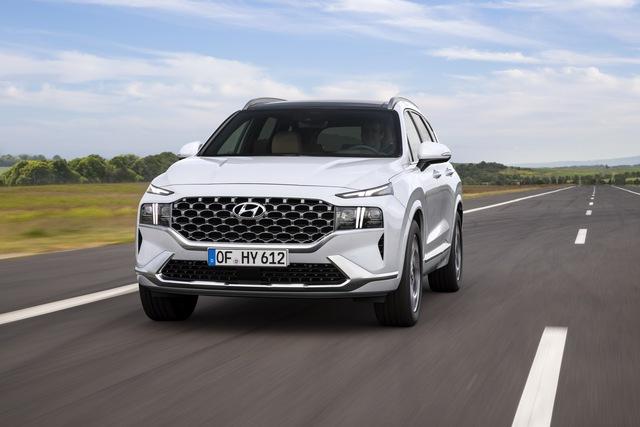 Hyundai Santa Fe 2021 lộ diện: Lột xác ngoại hình, nội thất học hỏi Palisade, sức ép lớn cho Mazda CX-8 - Ảnh 1.