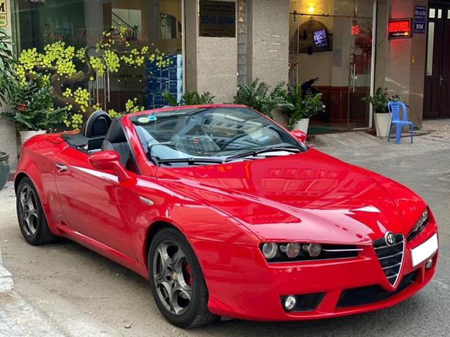 Xe chơi mui trần Alfa Romeo Spider độc nhất Việt Nam chào giá hơn 900 triệu đồng ngang ngửa Mazda6 2020 - Ảnh 1.