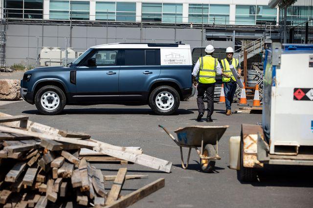Land Rover Defender Hard Top - Vua địa hình làm dịch vụ - Ảnh 1.
