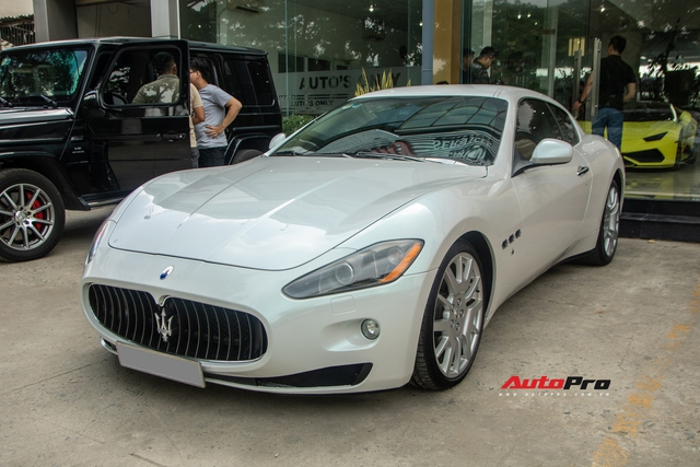 Kỳ công nửa tháng đổi màu Maserati GranTurismo với màu sơn tán sắc lấy cảm hứng từ hypercar Aston Martin Valhalla - Ảnh 1.