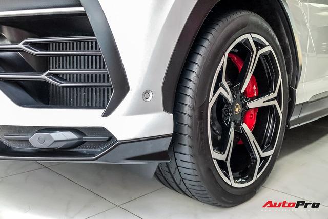 Lamborghini Urus từng của Minh nhựa xuất hiện tại showroom tư nhân, nhiều chi tiết được trả về nguyên bản  - Ảnh 4.