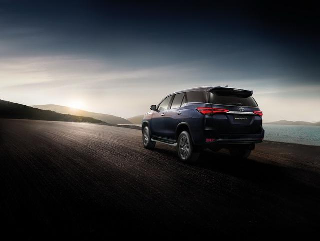 Ra mắt Toyota Fortuner 2021 - Vua SUV 7 chỗ sửa thiết kế, đáp trả Hyundai Santa Fe - Ảnh 4.