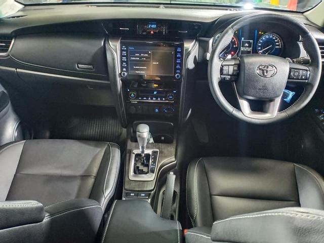 Lộ diện Toyota Fortuner 2021 ngoài đời thực: Đẹp hơn trong ảnh, thế khó cho Ford Everest - Ảnh 5.