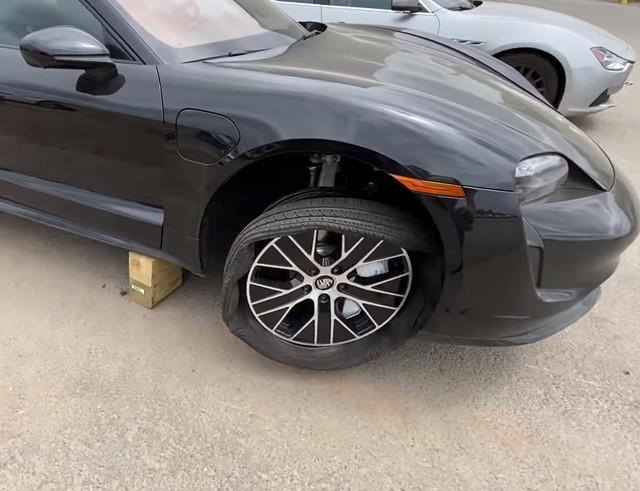 Mở bán chưa bao lâu, Porsche Taycan đã có phiên bản sắt vụn - Ảnh 3.