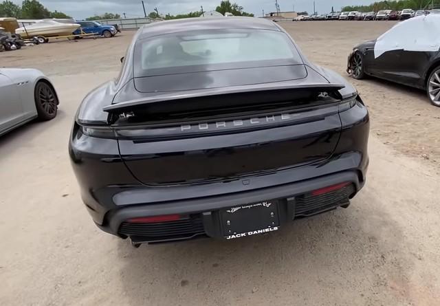 Mở bán chưa bao lâu, Porsche Taycan đã có phiên bản sắt vụn - Ảnh 4.
