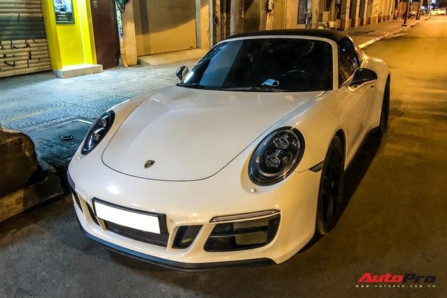 Porsche 911 Targa 4 GTS độc nhất Việt Nam của đại gia Đà Lạt tái xuất trên đường phố Sài Gòn sau nửa năm vắng bóng - Ảnh 4.