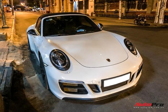 Porsche 911 Targa 4 GTS độc nhất Việt Nam của đại gia Đà Lạt tái xuất trên đường phố Sài Gòn sau nửa năm vắng bóng - Ảnh 1.