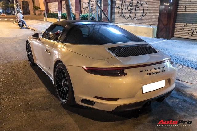 Porsche 911 Targa 4 GTS độc nhất Việt Nam của đại gia Đà Lạt tái xuất trên đường phố Sài Gòn sau nửa năm vắng bóng - Ảnh 6.