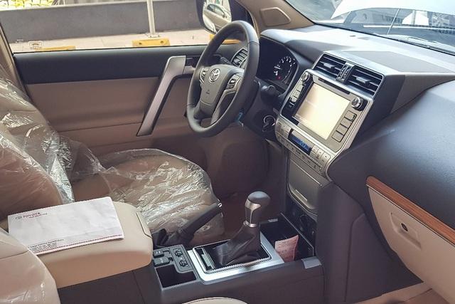 Land Cruiser Prado 2020 mở bán tại Việt Nam: Thêm tiện nghi, tăng giá gần 40 triệu đồng, cạnh tranh Ford Explorer - Ảnh 1.