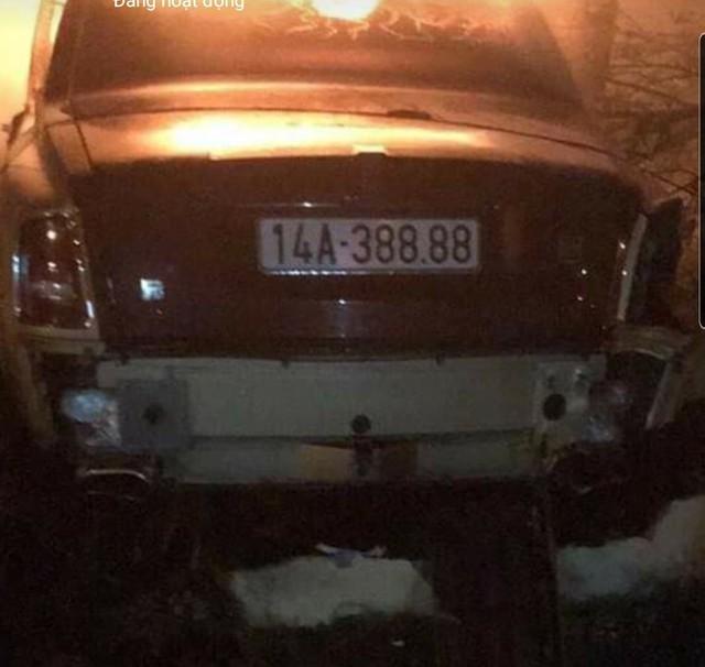 Rolls-Royce Phantom độc nhất Việt Nam bốc cháy ngùn ngụt trong đêm - Ảnh 2.