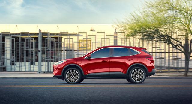 Khi hàng hot Ford Escape chỉ tiêu thụ 2,35 lít xăng/100km  - Ảnh 3.