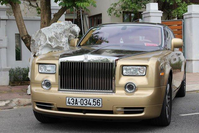 Xót xa hình ảnh Rolls-Royce Phantom biển tứ quý 8 sau cháy ở Quảng Ninh: Chỉ còn đống tro tàn, chiếc logo quyền lực thành cục than - Ảnh 6.