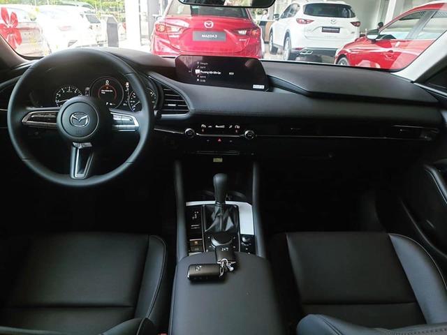 Có 850 triệu, an tâm chọn Mazda3 2020 hay liều mua Mercedes-Benz C300 AMG Plus 7 năm tuổi - Ảnh 5.