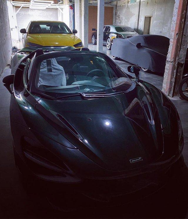 Lộ diện garage siêu xe và xe siêu sang trị giá cả trăm tỷ đồng tại Sài Gòn - Ảnh 1.