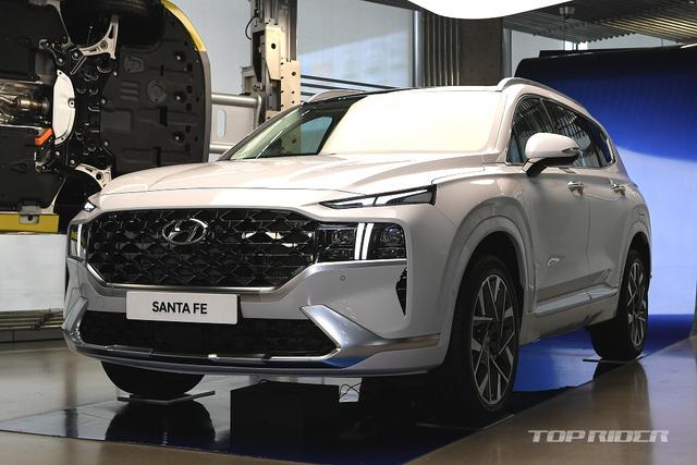 Hyundai Santa Fe 2021 chính thức ra mắt: Giá bán tăng nhẹ, nhiều phiên bản, bán ra trong tháng 7 - Ảnh 1.