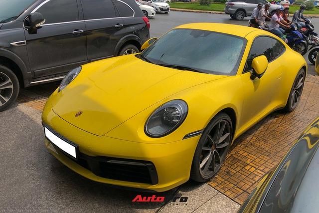 Đại gia Sài Gòn tậu Porsche 911 Carrera S thế hệ mới với màu vàng nổi bật - Ảnh 2.