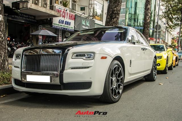 Dàn xe sang hội ngộ tại Sài Gòn cuối tuần: Rolls-Royce Ghost có ngoại hình đặc biệt gây chú ý - Ảnh 3.