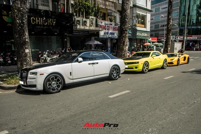 Dàn xe sang hội ngộ tại Sài Gòn cuối tuần: Rolls-Royce Ghost có ngoại hình đặc biệt gây chú ý - Ảnh 1.