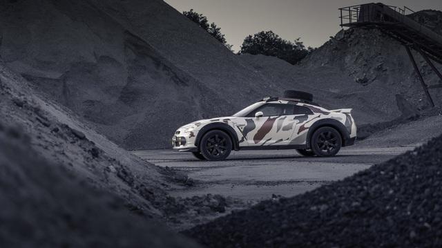 Nissan GT-R Godzilla 2.0 - Sedan lai SUV chuyên off-road mạnh 600 mã lực