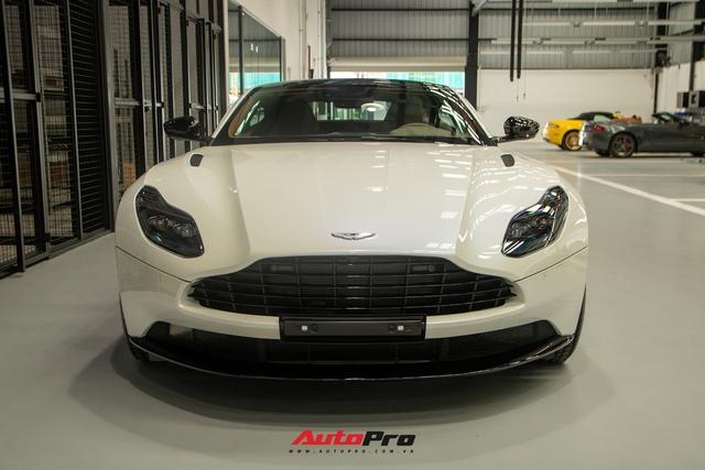Cận cảnh Aston Martin DB11 màu trắng Morning Frost tại Sài Gòn với giá niêm yết hơn 15 tỉ đồng - Ảnh 3.