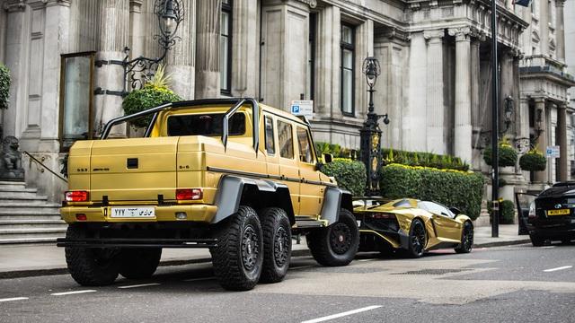 Mercedes-Benz G63 AMG 6x6 đầu tiên Việt Nam lăn bánh ra phố: Kích thước khổng lồ, biển số gây chú ý - Ảnh 4.