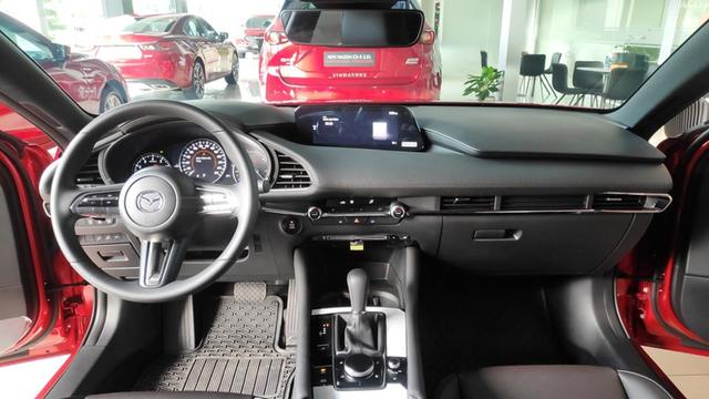 Có hơn 700 triệu đồng, mua Mazda3 Sport mới cho lành hay liều tậu Mercedes A 250 AMG 7 năm tuổi? - Ảnh 4.