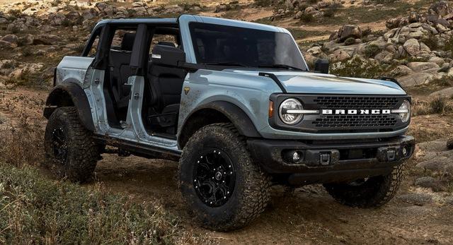 Ford Bronco chính thức chào sân: Trở lại để thống trị thị trường SUV off-road - Ảnh 1.