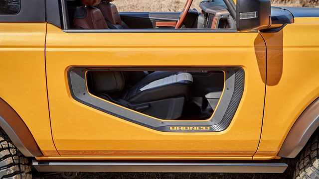 Săm soi chi tiết nội, ngoại thất Ford Bronco mới - Ảnh 3.