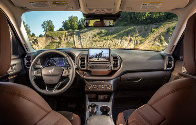 Gần ngày ra mắt, Ford Maverick hé lộ thông tin nội thất xịn không kém đàn anh Ranger - Ảnh 2.