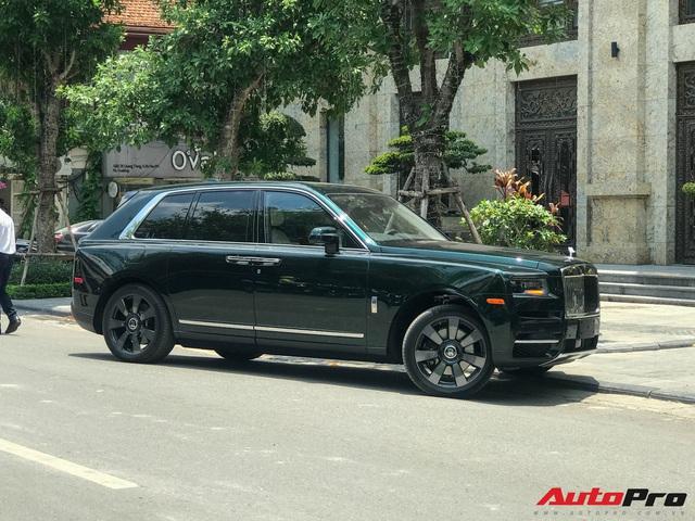 Rolls-Royce Cullinan của đại gia Hà Nội trở thành độc nhất Việt Nam nhờ hai chi tiết - Ảnh 1.