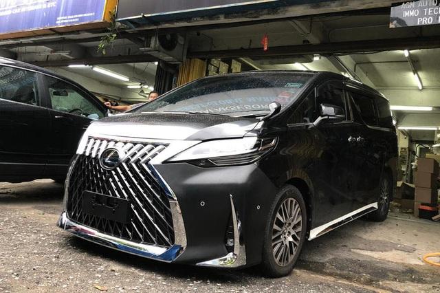 Rộ thú chơi độ Toyota Alphard giống y chang Lexus LM giá chục tỷ - Ảnh 1.