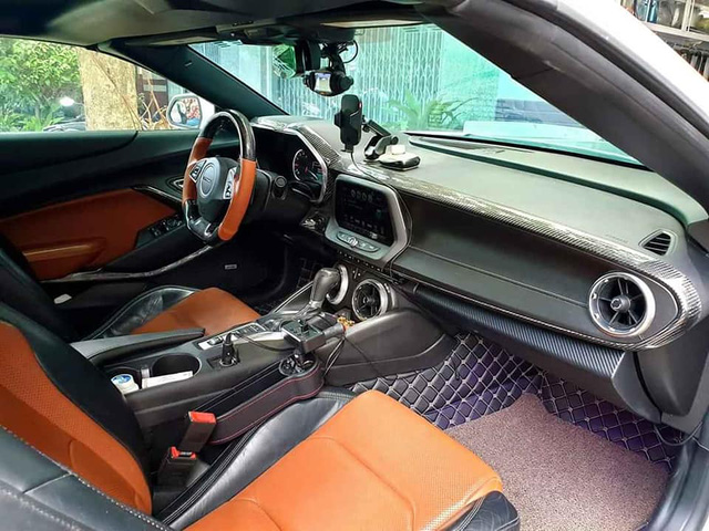 Chủ nhân bán Chevrolet Camaro 3 năm tuổi giá 3 tỷ, riêng tiền độ lên đến 600 triệu đồng - Ảnh 3.