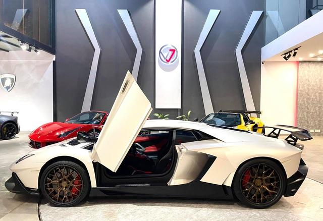 Độ phiên bản kỷ niệm 50 năm chưa đủ, chủ xe Lamborghini Aventador tiếp tục nâng cấp nội thất với hàng loạt chi tiết Alcantara - Ảnh 7.