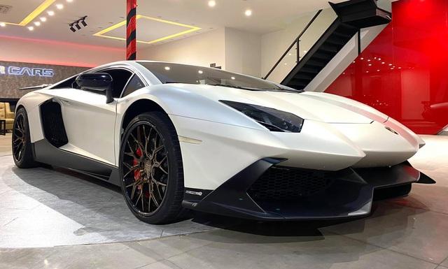 Độ phiên bản kỷ niệm 50 năm chưa đủ, chủ xe Lamborghini Aventador tiếp tục nâng cấp nội thất với hàng loạt chi tiết Alcantara - Ảnh 1.