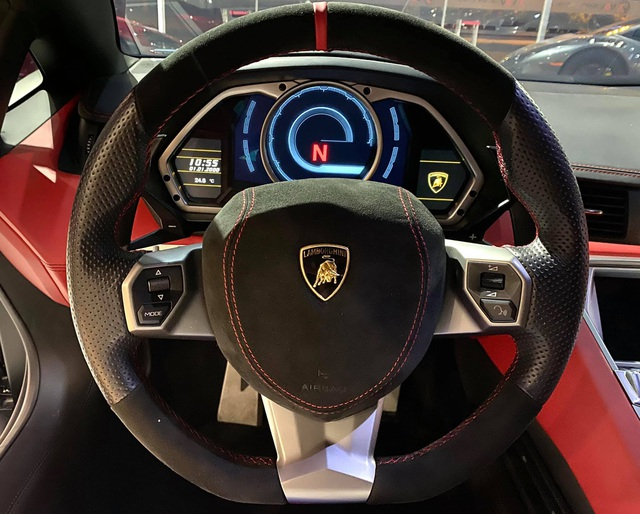 Độ phiên bản kỷ niệm 50 năm chưa đủ, chủ xe Lamborghini Aventador tiếp tục nâng cấp nội thất với hàng loạt chi tiết Alcantara - Ảnh 6.