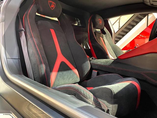 Độ phiên bản kỷ niệm 50 năm chưa đủ, chủ xe Lamborghini Aventador tiếp tục nâng cấp nội thất với hàng loạt chi tiết Alcantara - Ảnh 4.